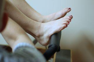 Pilates reformer footbar - heels of the feet - release tension in tendons on tops of feet
